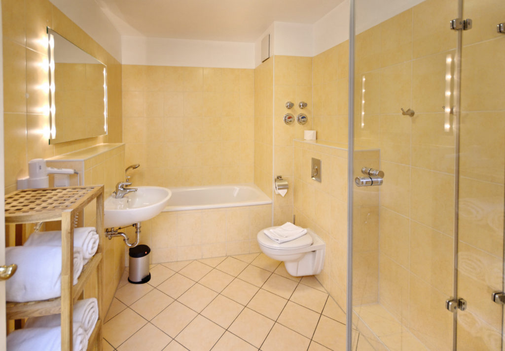 Bad / Bathroom / Apartments in Bundesallee